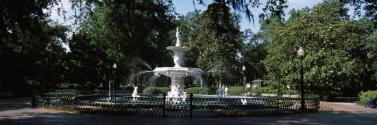 fountain-in-a-park-forsyth-park-savannah-chatham-county-georgia-usa