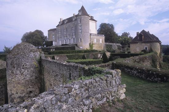france-aquitaine-issac-montreal-castle