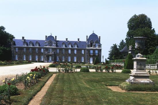 france-brittany-main-facade-and-garden-of-18th-century-caradeuc-castle