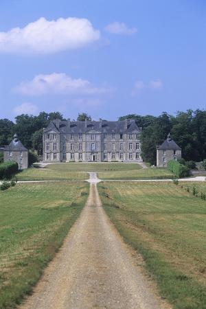france-brittany-morbihan-fortress-and-garden-of-18th-century-loyat-castle