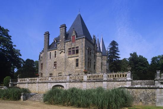 france-brittany-val-d-ize-ille-et-vilaine-bois-cornille-castle