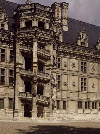 france-chateau-de-blois-loire-valley-francis-i-wing-with-staircase-to-inner-courtyard