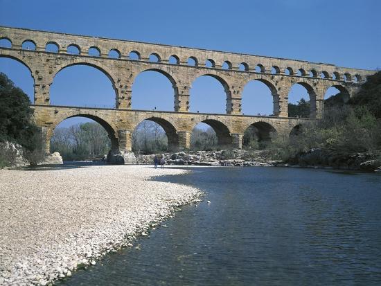 france-languedoc-roussillon-nimes-pont-du-gard-roman-aqueduct-back