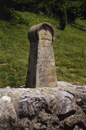france-medieval-stele-erected-in-1960-in-memory-of-the-cathars