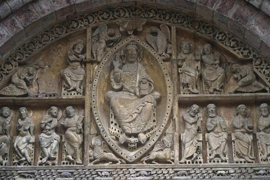 france-midi-pyrenees-region-lot-departament-carennac-church-of-saint-peter-relief-detail