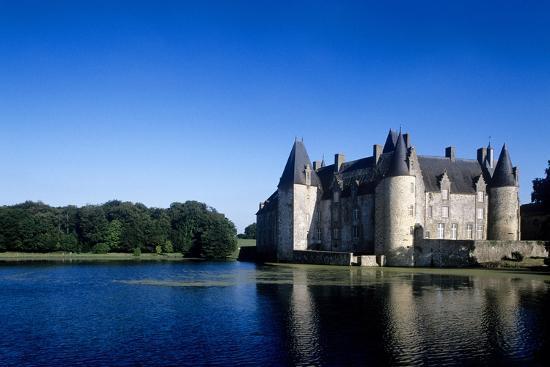 france-pays-de-la-loire-mesanger-rocher-medieval-castle