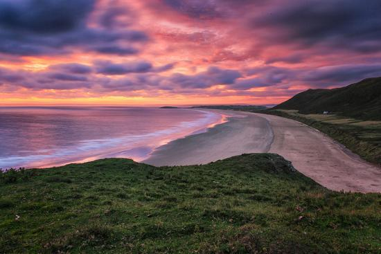 frances-gallogly-colorful-sunset-over-the-beach-in-rhossili-on-the-gower-peninsula-wales-united-kingdom