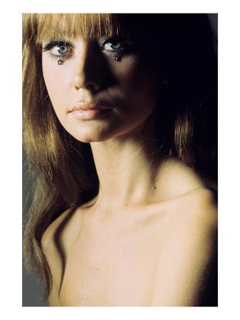 franco-rubartelli-glamour-june-1966-topless-model