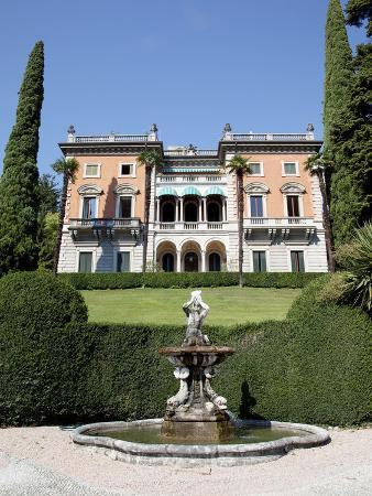 frank-fell-lakeside-villa-cadenabbia-lake-como-lombardy-italian-lakes-italy-europe