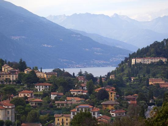 frank-fell-town-of-bellagio-and-mountains-lake-como-lombardy-italian-lakes-italy-europe