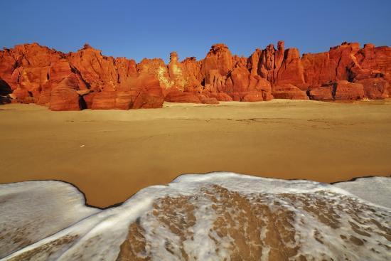 frank-krahmer-cliff-landscape-at-cape-leveque