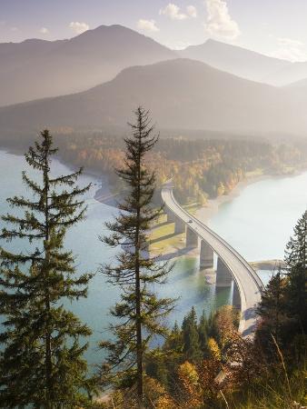 frank-lukasseck-road-bridge-over-lake-sylvenstein-in-bavaria