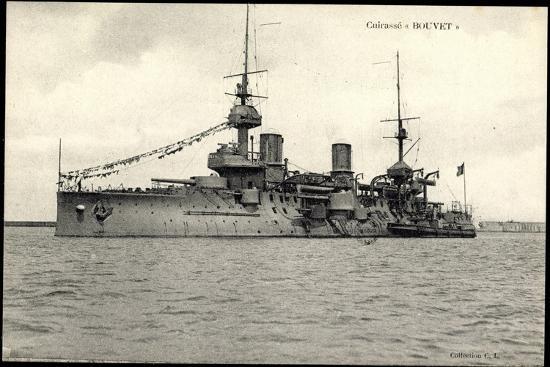 franzoesisches-kriegsschiff-bouvet-cuirasse