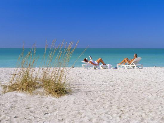 fraser-hall-gulf-coast-beach-anna-maria-island-north-of-longboat-key-florida-usa