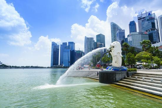 fraser-hall-merlion-statue-the-national-symbol-of-singapore-and-its-most-famous-landmark-merlion-park