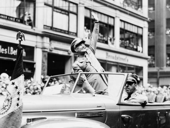 fred-palumbo-general-dwight-d-eisenhower-in-parade-1945