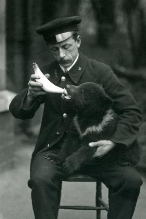 frederick-william-bond-a-brown-bear-cub-being-bottle-fed-by-keeper-leslie-martin-flewin-at-london-zoo-in-may-1914
