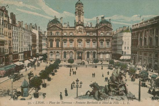 french-photographer-lyon-place-des-terreaux-bartholdi-fountain-and-the-town-hall-postcard-sent-in-1913