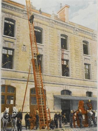 french-sapeurs-pompiers-use-a-long-ladder-to-reach-the-highest-floors-of-a-burning-building