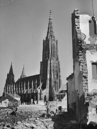 front-view-of-cathedral-of-ulm-ruins-of-buildings-in-foreground