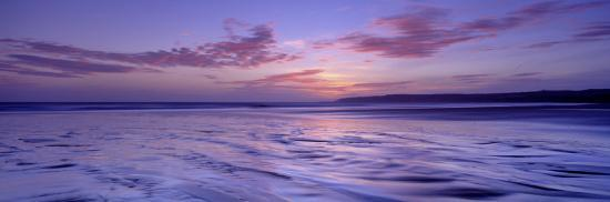 frozen-water-in-a-bay-filey-bay-yorkshire-england-united-kingdom