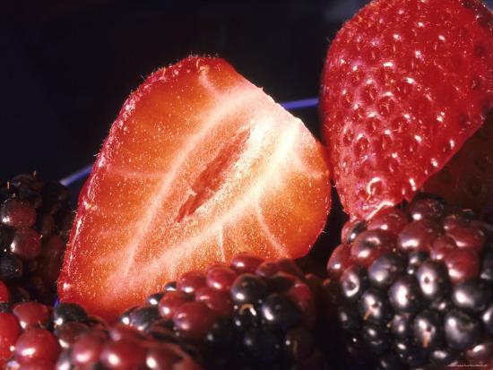 fruit-healthy-food-strawberries-blackberries