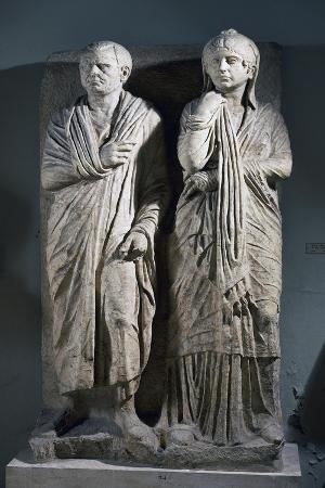 funerary-stele-for-married-couple-from-via-statilia-in-rome-italy-bc
