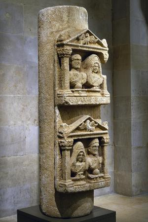 funerary-stele-in-limestone-composed-of-two-tabernacles-leaning-against-column