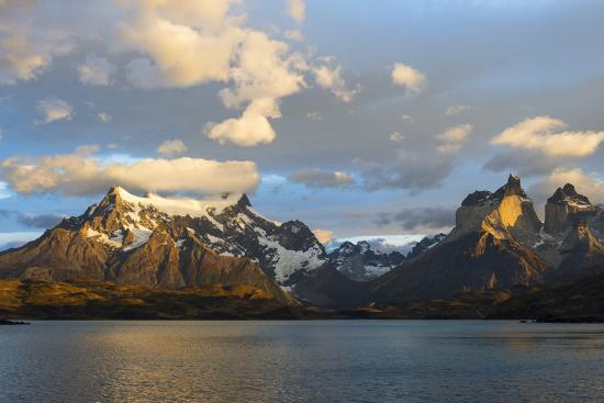 g-m-therin-weise-sunrise-over-cuernos-del-paine-and-lago-pehoe
