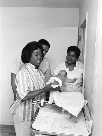 g-marshall-wilson-sarah-vaughan-adopts-a-baby-1961
