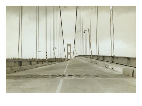 galloping-gertie-the-tacoma-narrows-bridge-1940
