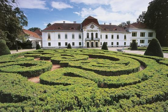 garden-maze-in-front-of-a-castle-nagycenk-hungary