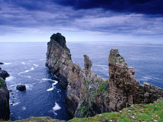 gareth-mccormack-coastal-rock-outcrops-at-dun-balair-tory-island-ireland