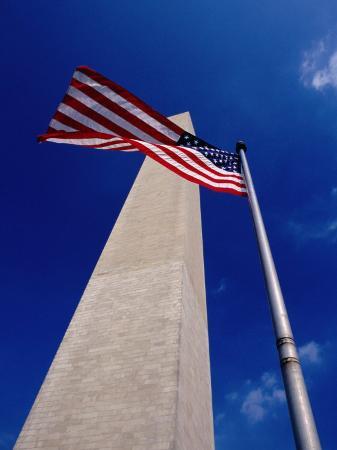 gareth-mccormack-washington-monument-with-the-national-flag-washington-dc-usa