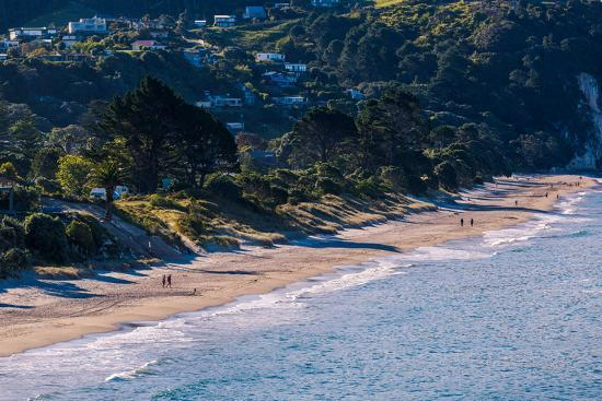 garry-ridsdale-hahei-beach-on-the-eastern-side-of-the-coromandel-peninsula-bathed-in-late-afternoon-light-waikato
