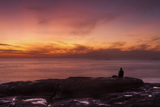 garry-ridsdale-watching-sunset-from-the-western-shore-of-tenerife-in-the-canary-islands-spain-atlantic-europe