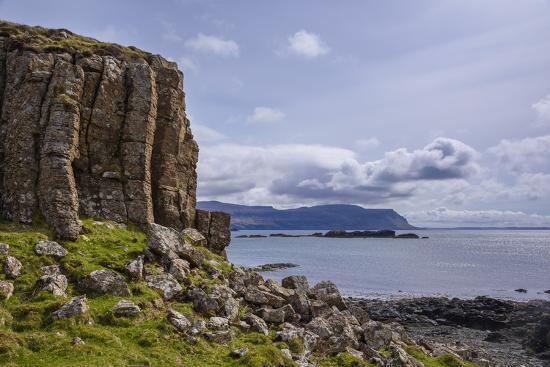gary-cook-basalt-columns-rock-formation-cliffs-on-isle-of-ulva