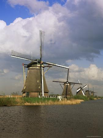 gavin-hellier-canal-and-windmills-at-kinderdijk-unesco-world-heritage-site-holland