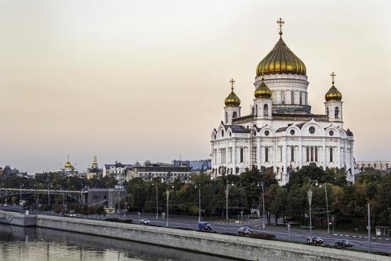 gavin-hellier-cathedral-of-christ-the-saviour-and-moskva-river-moscow-russia