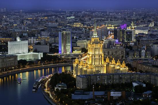 gavin-hellier-elevated-view-over-the-moskva-river-embankment