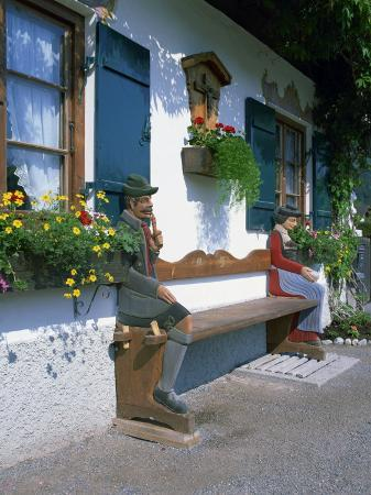 gavin-hellier-figures-carved-on-a-bench-on-a-decorative-house-front-at-garmisch-partenkirchen-in-bavaria-germany