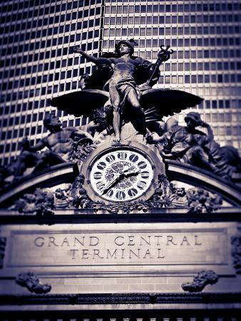 gavin-hellier-statue-of-mercury-and-clock-on-the-42nd-street-facade-of-grand-central-terminus-station-manhattan