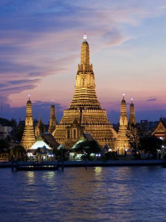 gavin-hellier-thailand-bangkok-wat-arun-temple-of-the-dawn-and-chao-phraya-river-illuminated-at-sunset