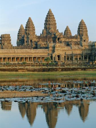 gavin-hellier-the-stone-causeway-leading-to-the-angkor-wat-temple-in-evening-light-at-siem-reap-cambodia-asia
