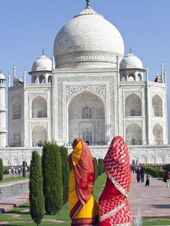 gavin-hellier-women-in-colourful-saris-at-the-taj-mahal-unesco-world-heritage-site-agra-uttar-pradesh-state-i