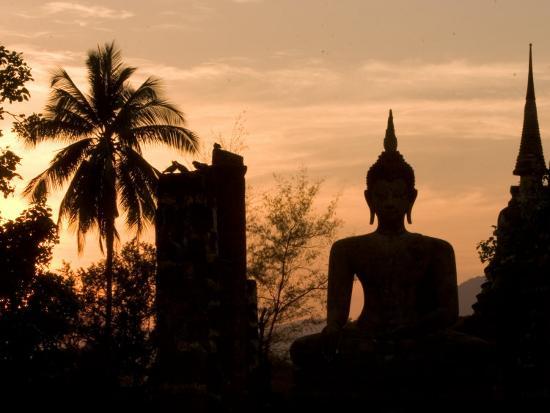 gavriel-jecan-buddha-statue-and-sunset-thailand