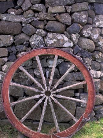 gavriel-jecan-rural-stone-wall-and-wheel-kilmuir-isle-of-skye-scotland