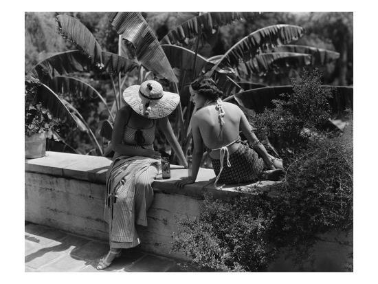 george-hoyningen-huene-vogue-july-1934-socialites-relax-in-california