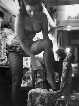 george-silk-chorus-girl-singer-linda-lombard-backstage-getting-ready-for-show