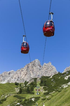 gerhard-wild-cable-car-frara-in-the-valley-kolfuschg-puezgruppe-mountains-behind-dolomites-south-tyrol